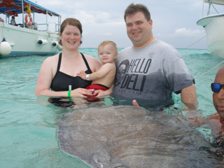 family_and_stingray.thumb.jpg