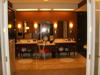 bathroom.thumb.jpg