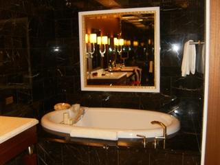 bathtub.thumb.jpg